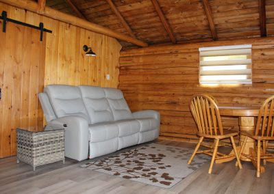 Cabin 4 - Living room
